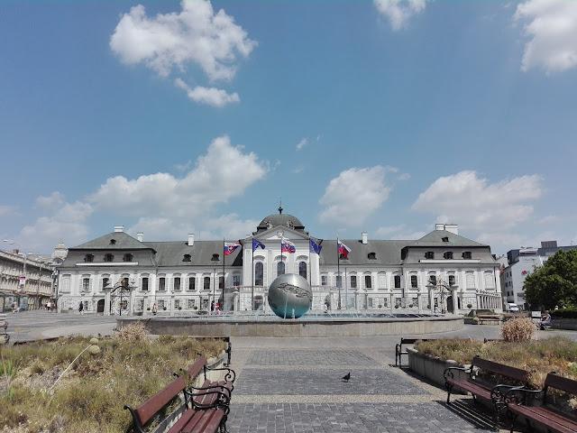 Palacio de Grassalkovich (Bratislava) (@mibaulviajero)
