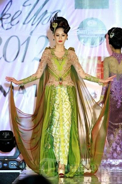 Kumpulan Foto Model Baju Kebaya Fashion Show - Trend Baju ...