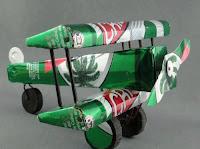 Manualidades con material reciclado - Avioncito hecho con latas