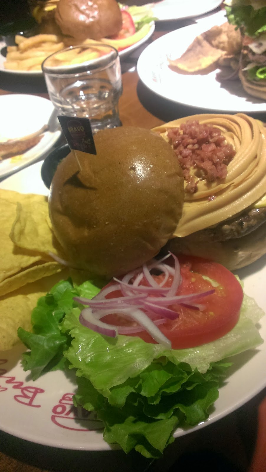 2014 07 27+18.32.44 - [食記] Bravo Burger 發福廚房 - 大口咬下美式漢堡,滿滿的熱量,滿滿幸福!