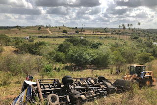 Caminhoneiro morre após passar horas preso nas ferragens por causa de capotagem em rodovia da Paraíba