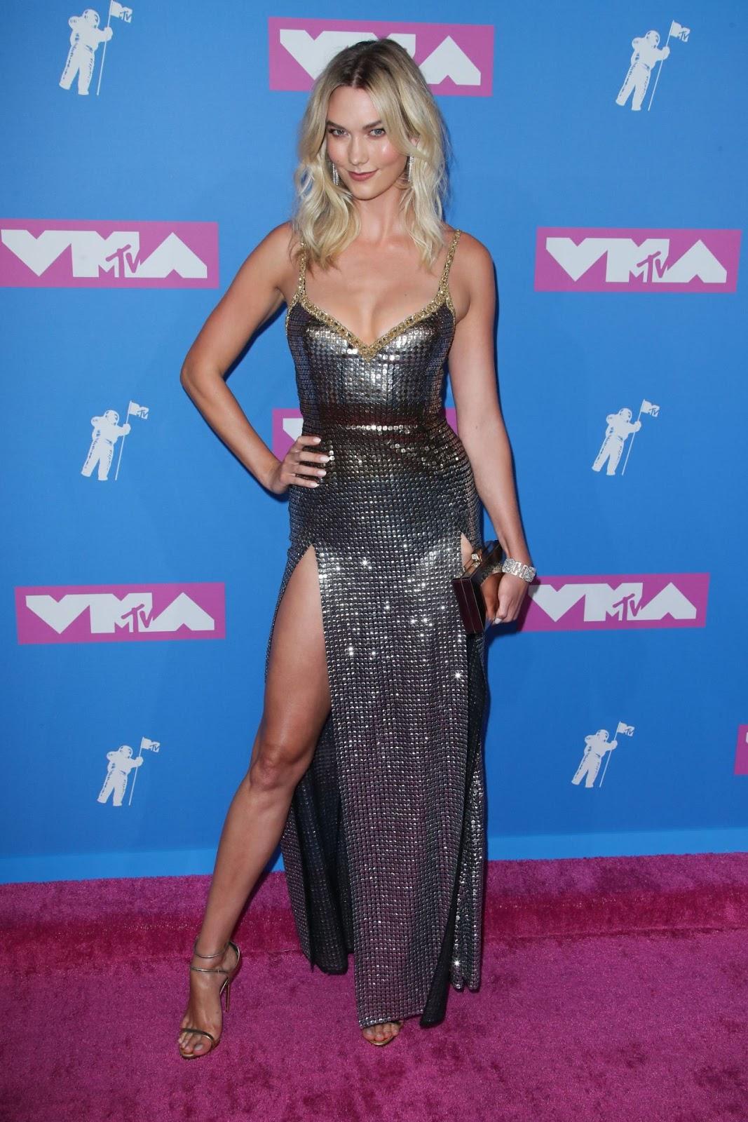 Karlie Kloss flaunts cleavage at the 2018 MTV VMAs