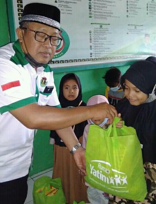 PPP Banjar Berbagi Tas Sekolah Lengkap Dan Uang Bagi Anak Yatim