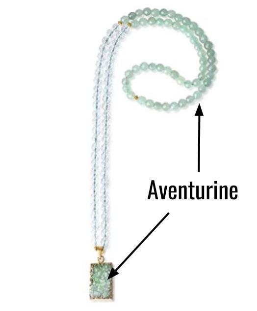 Le collier porte chance avec un pendentif en aventurine verte