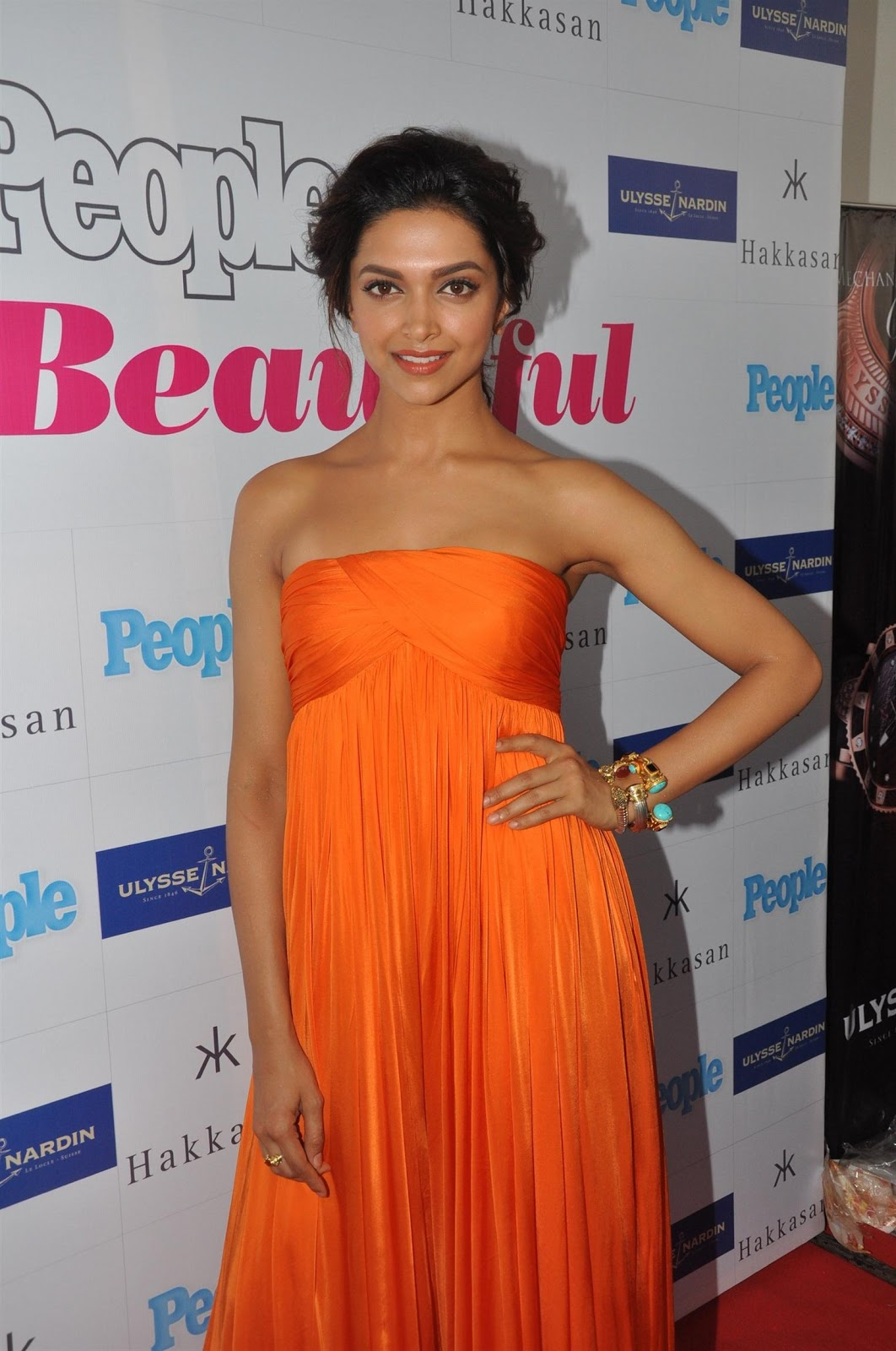 Deepika Padukone Super Sexy Cleavage Show In Orange Silk ...