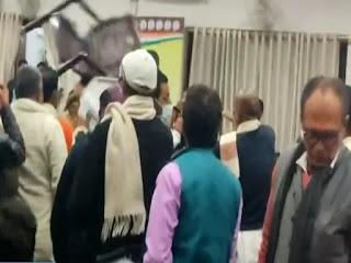 कांग्रेस किसान मोर्चा की बैठक के दौरान हंगामा, भक्त चरण दास के सामने चली कुर्सियां