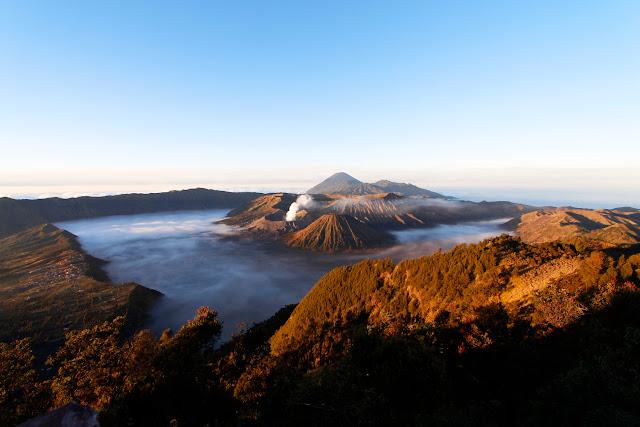 Monte Bromo amaneciendo, vista general de la caldera