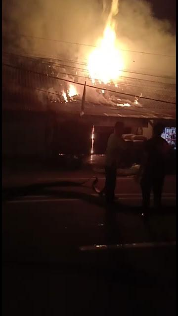 Toko Alat Pancing dan Rumah di Simpang Limo Tebo Hangus Terbakar