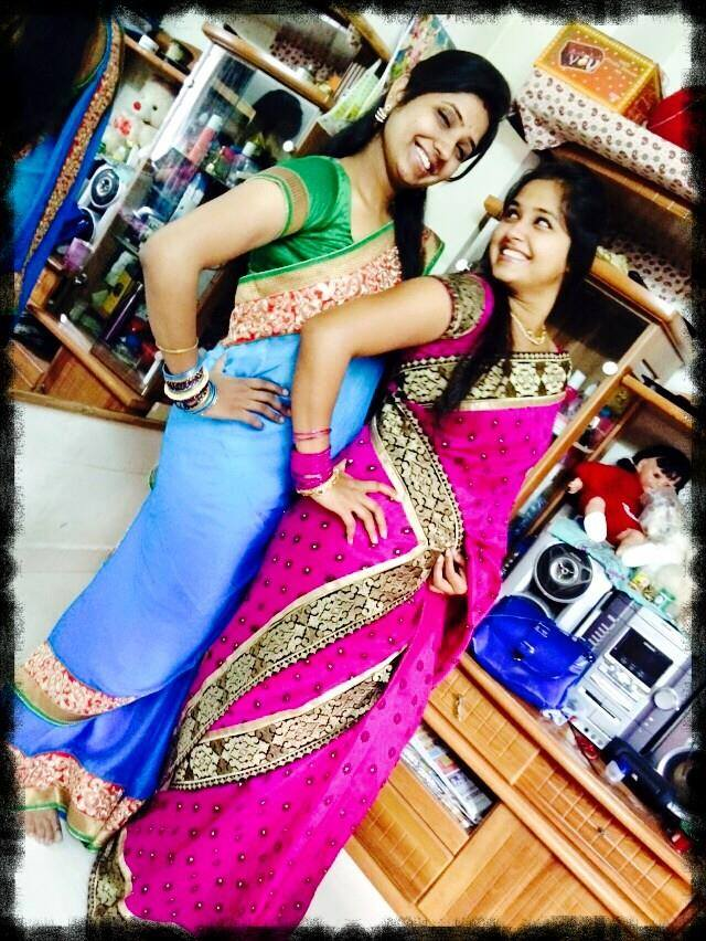 Kajal Raghwani HD Wallpaper with her Sister. HD Pictures