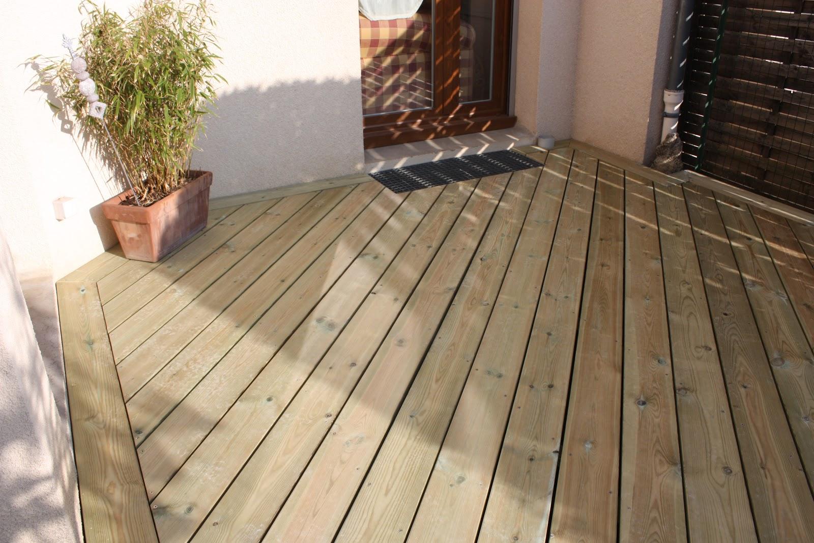 terrasse bois pose poser des caillebotis en bois sur. Black Bedroom Furniture Sets. Home Design Ideas