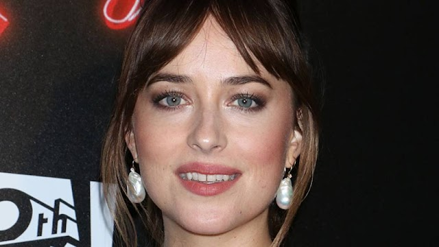 Dakota Johnson modificó totalmente su rostro