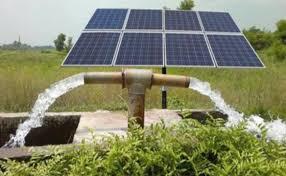 केंद्रीय नवीन और नवीकरणीय ऊर्जा मंत्रालय (एमएनआरई) ने प्रधानमंत्री उर्जा सुरक्षा एवं उत्थान महाभियान (पीएम कुसुम) योजना शुरू की है। हाल ही में, मंत्रालय ने योजना के दिशा-निर्देशों में संशोधन किया है, अब सौर ऊर्जा संयंत्र किसानों की चरागाह भूमि और दलदली भूमि पर भी स्थापित किए जा सकते हैं। पहले, केवल बंजर, परती और कृषि भूमि का उपयोग सौर संयंत्रों को स्थापित करने के लिए किया जा सकता था।
