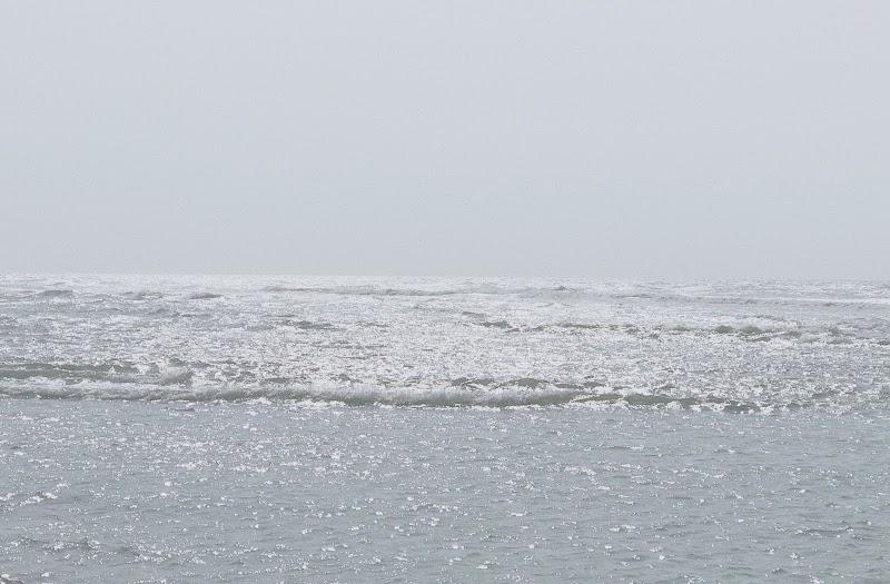 正午穿過海