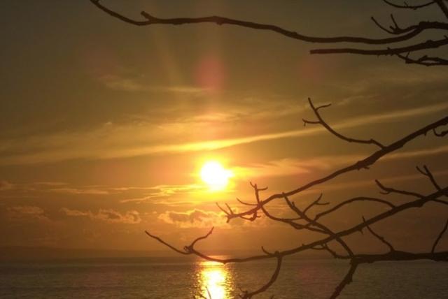 Sunset Di Pantai Jumiang