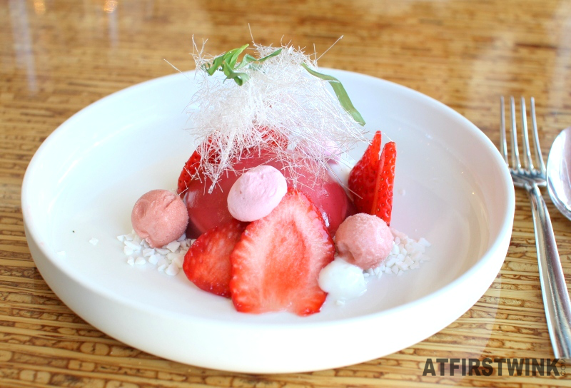 Restaurantweek Allure in Rotterdam strawberry rubarb dessert meringue