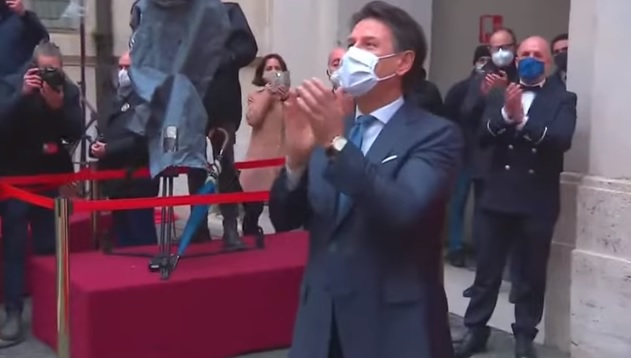 Applausi a Conte, è prassi del cerimoniale di Palazzo Chigi [VIDEO-vedi i precedenti]