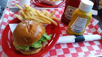 Hamburguesa típica estadounidense