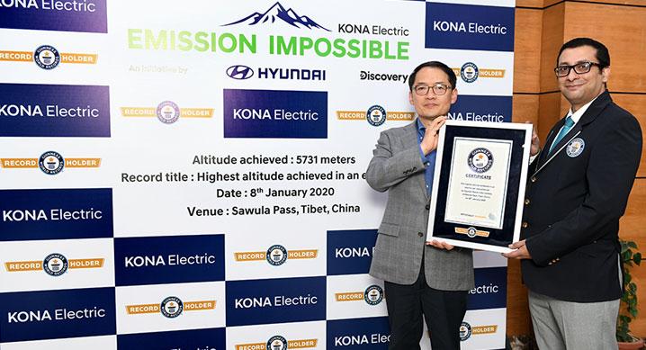 코나 EV, '가장 높은 곳 오른 전기차' 기네스북 신기록 달성