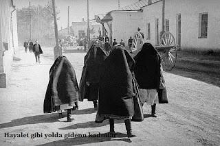 Osmanlı da Kadın Sanatçıyı Dışlıyordu, Kaybedilen Savaşların Kadınlar Yüzünden Olduğuna İnanılıyordu.