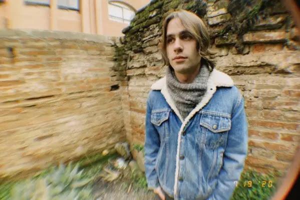 """Jardín Mojado presenta el videoclip de """"Fuego en el Cielo"""""""