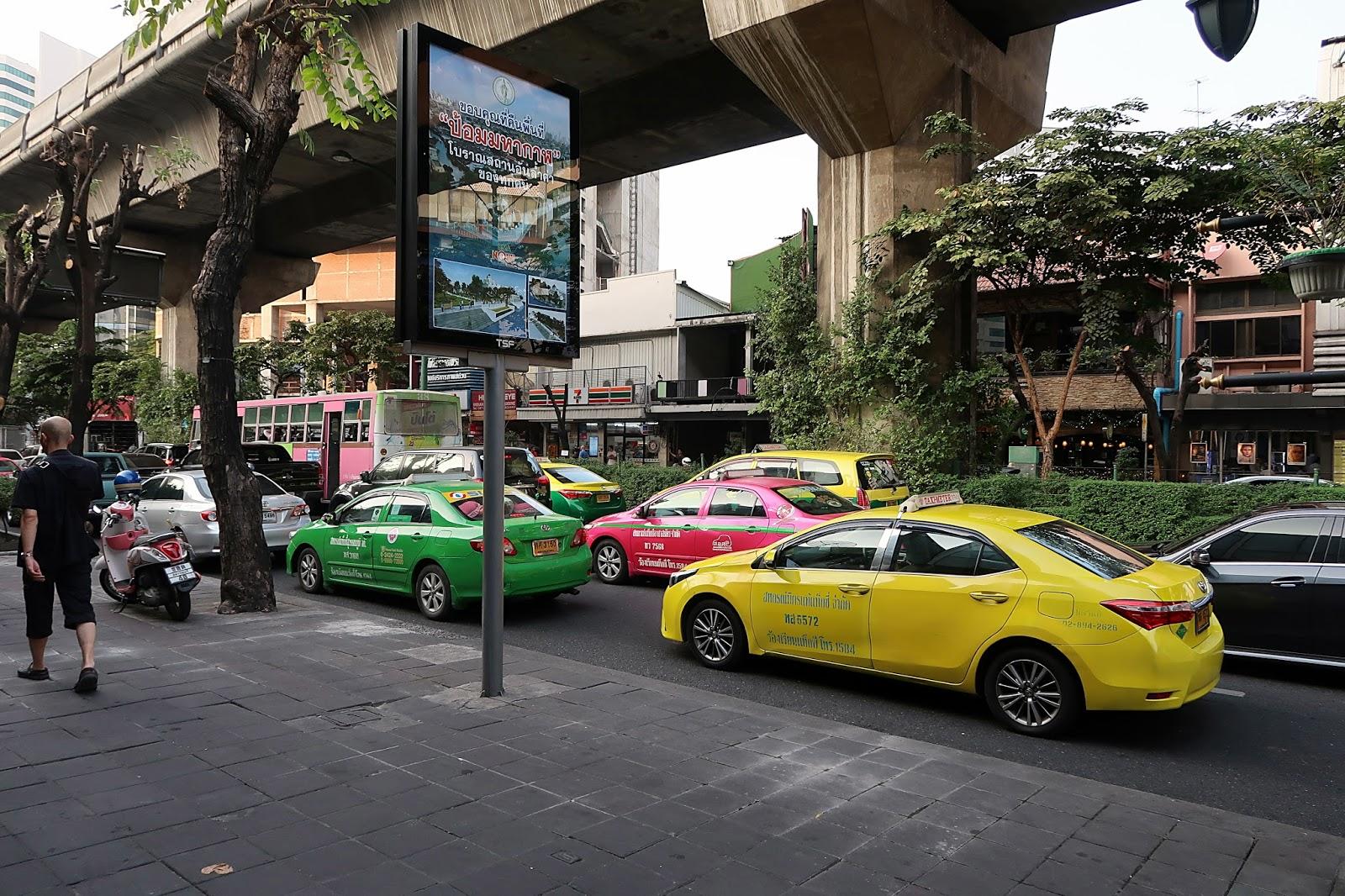 jak dojechać z lotniska do centrum Bangkoku