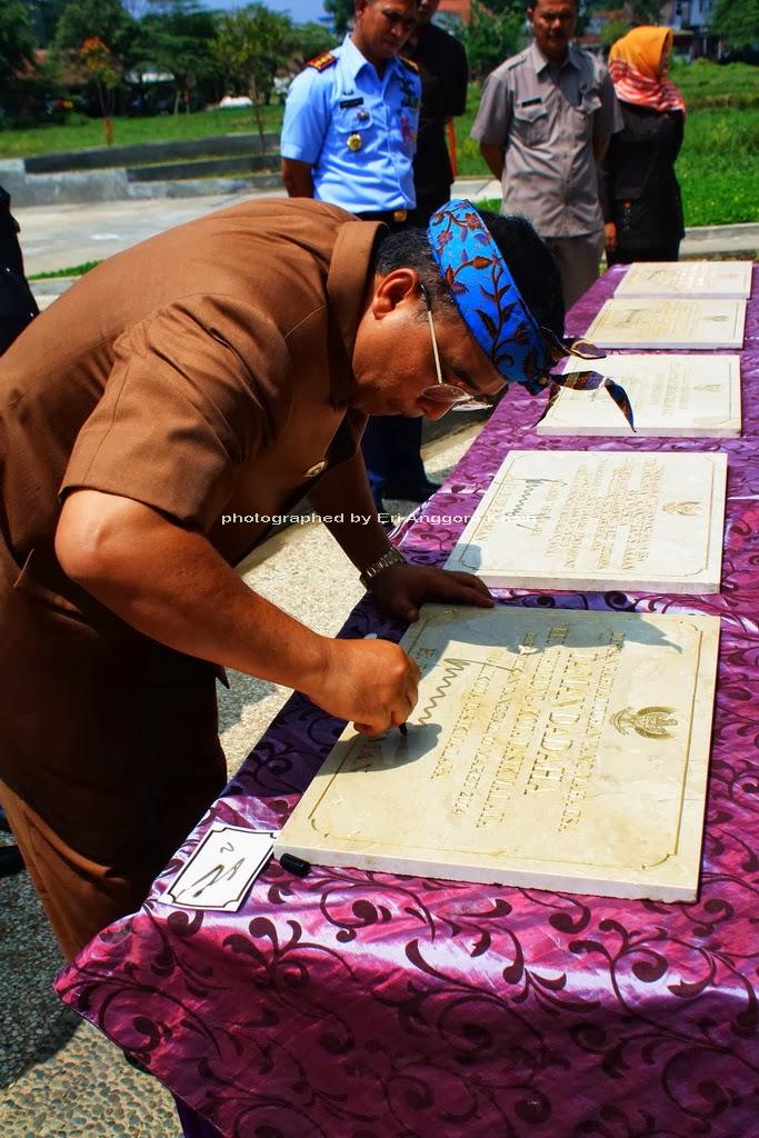 Penadatanganan Prasasti oleh Walikota Tasikmalaya H. Budi Budiman