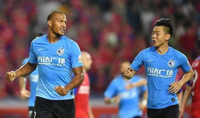 FÚTBOL: Delantero venezolano Salomón Rondón aportó una asistencia en el empate de su equipo Dalian Yifang.
