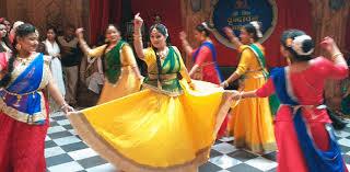 हिंडोला नृत्य