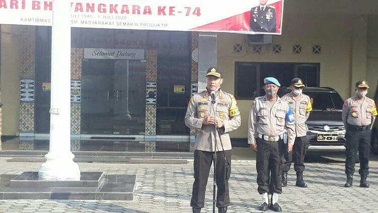 Kapolres of Pekalongan City with TNI Kompak control New Normal policy in the area of Pekalongan
