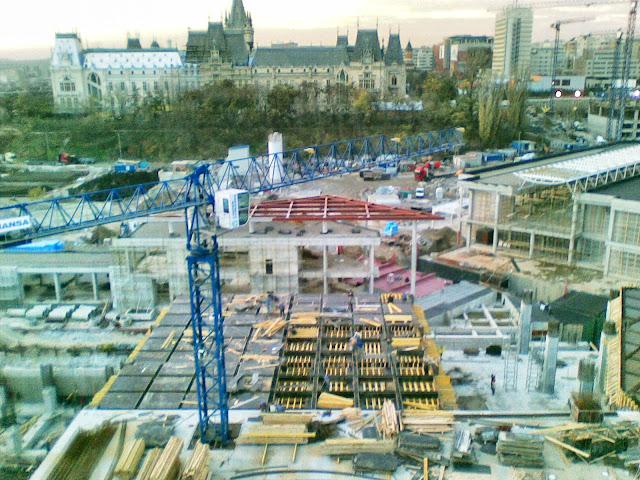 Construirea Complexului Palas Iasi (în spate se vede clãdirea Palatului Culturii) - blog Foto-Ideea