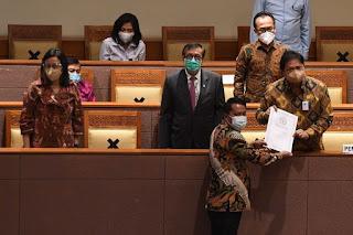 Tok! DPR Resmi Sahkan Omnibus Law Ciptaker, Demokrat Walkout