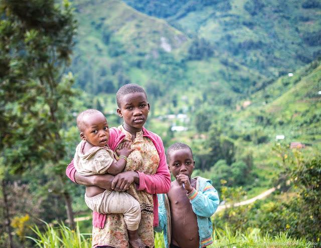 Dzieci w Górach Ruwenzori