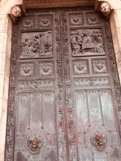 bronze-doors-to-sacre-coeur