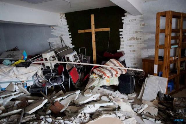 Partai Komunis Tiongkok Hancurkan Ribuan Salib dan Bakar Alkitab