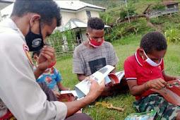 Bhabinkamtibmas Polres Tolikara laksanakan Polisi Pi Ajar di Ingari