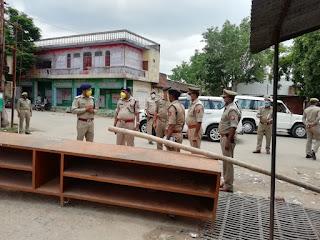उरई में भ्रमण कर सुरक्षा व्यवस्था का जायजा लिया गया एवं ड्यूटी पर तैनात अधिकारी/कर्मचारी को आवश्यक दिशा-निर्देश दिये -पुलिस महानिरीक्षक झॉसी, परिक्षेत्र झॉसी                                                                                                                                                          संवाददाता, Journalist Anil Prabhakar.                     www.upviral24.in