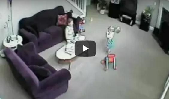 SUNGGUH MENGEJUTKAN ! VIDEO detik-detik kucing hitam ini cuba menyelamatkan bayi dari tindakan ibunya .Korang nampak apa yang kami nampak tak?
