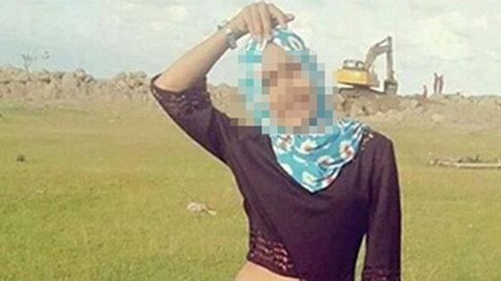 Foto Cewek Berhijab Dengan Baju Seksi Pamer Perut Ini Panen Cacian