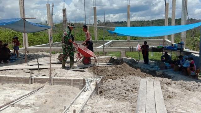 Manunggal dengan Rakyat, Babinsa Dahiyan Tambuk Bantu Pembangunan Tempat Ibadah