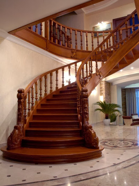 Cầu thang đi từ phía sau lên sức khỏe và tài lộc giảm