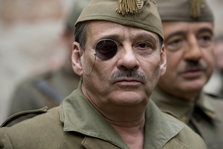 MIENTRAS DURE LA GUERRA - Eduard Fernandez como el militar y fundador de la Legion José Millán-Astray