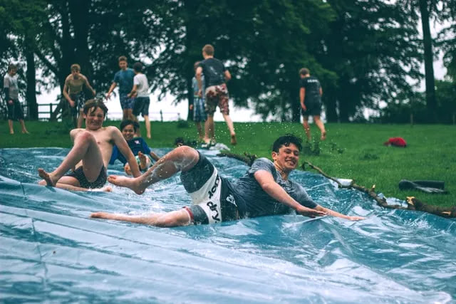 aprende ingles juego deslizador de agua slip and slide