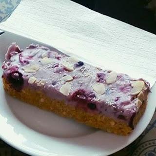 Myo Cafe vegan raspberry flapjack