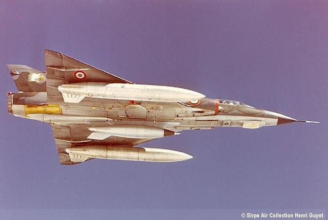 مقاتلة Mirage-IIIE مسلحة بقنبلة AN-52 النووية Nuclear bomb