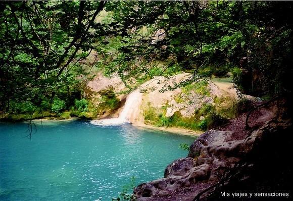 Nacedero del Urrederra, Sierra del Urbasa, Baquedano, Navarra