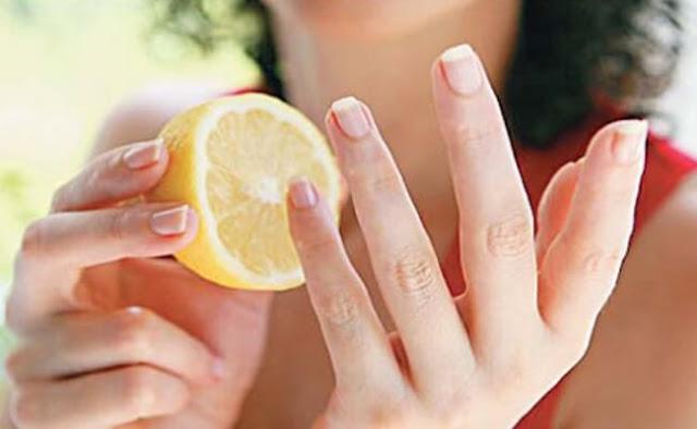 علاجات طبيعية لتفتيح مفاصل الأصابع الداكنة
