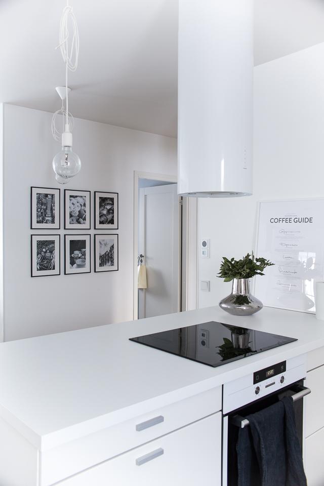 Villa H, keittiön sisustus, taulukollaasi, muuto e27 valaisin, kitchen interior