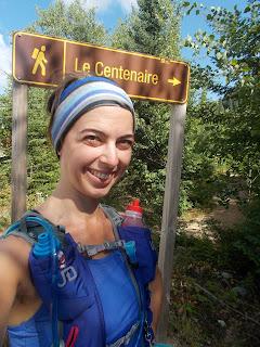 Randonneuse souriante, mont Tremblant, sentier le Centenaire, forêt