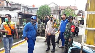 Kapolsek Kemayoran Polres Jak-Pus Cek Rumah Pompa Sekaligus Berikan Bantuan Petugas Jaga