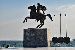 statue-monument-conqueror